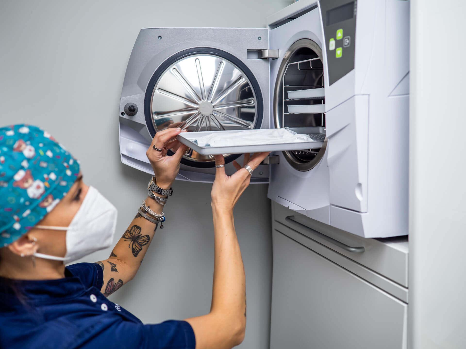 Polibiomedica-prevenzione-covid-19-sterilizzazione-strumenti-in-autoclave